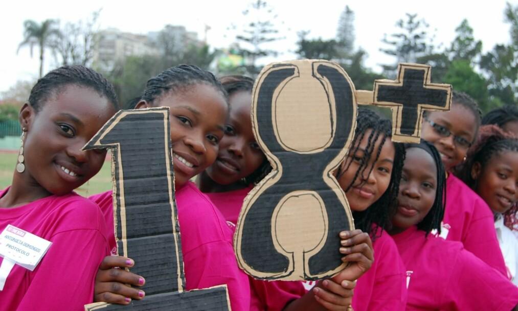 VIKTIG ROLLE: Vi må forhindre at millioner av barn blir tvunget inn i ekteskap. Her kan Facebook spille en viktig rolle, skriver innsenderen. Bilde fra Plan International sin kampanje 18+ i Mozambique. Foto: Plan International