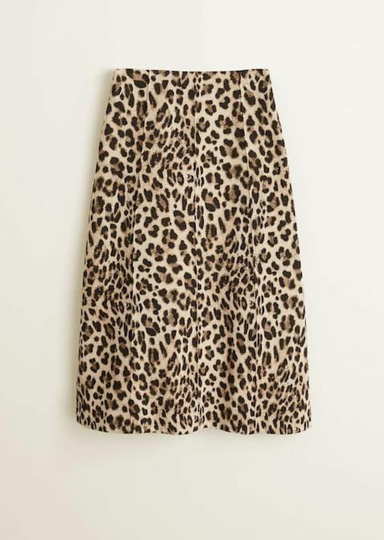Skjørt fra Mango |500,-| https://shop.mango.com/no-en/women/skirts-midi/leopard-midi-skirt_31088818.html?c=30&n=1&s=prendas_she.familia;20