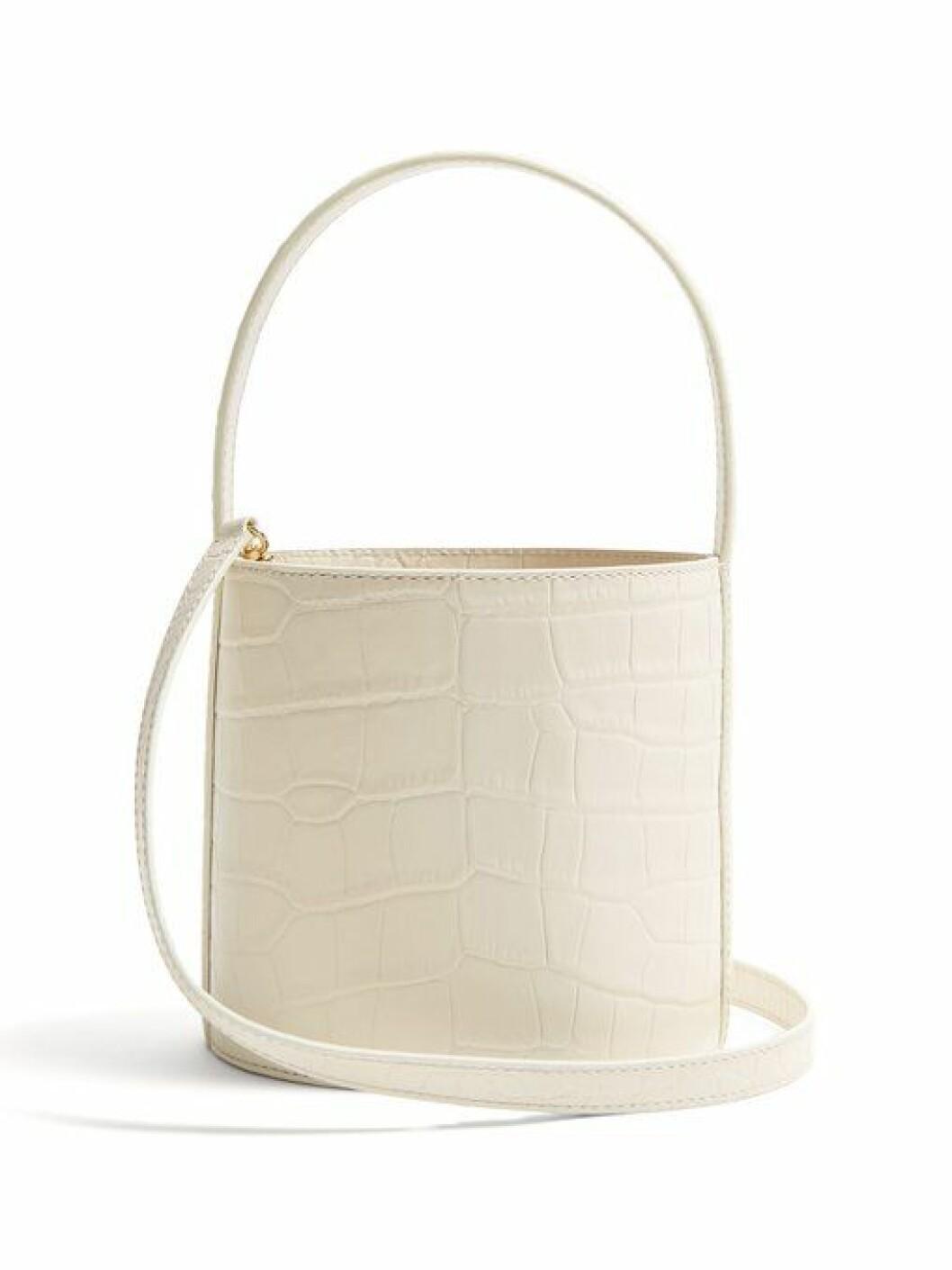 Bucket bag fra Staud |2815,-| https://www.matchesfashion.com/intl/products/Staud-Bissett-crocodile-effect-leather-bucket-bag-1250218