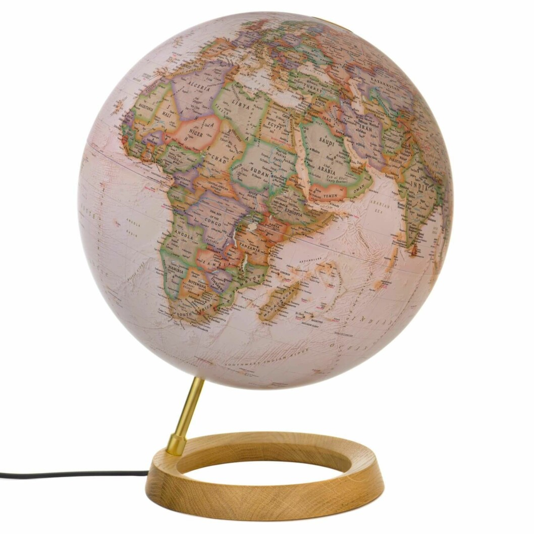 Globus |1500,-| https://chillout.no/collections/globus/products/nat-geo-globe-neon-executive