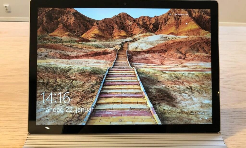 Microsoft Surface Book 2 er en av de råeste PC-ene på markedet. Etter vår mening, er det den beste hybriden. Foto: Bjørn Eirik Loftås.