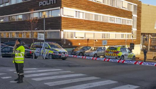 EVAKUERT: Deler av politihuset i Ski ble evakuert etter bombefunnet onsdag. Foto: Freddie Larsen