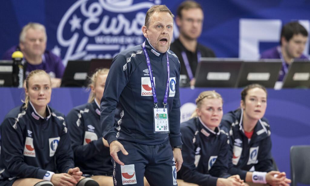 VIKTIG KAMP: Fredag kveld spiller håndballjentene en svært viktig kamp i EM. Thorir Hergeirsson avslører hvordan han kommer i kampmodus. Foto: NTB Scanpix