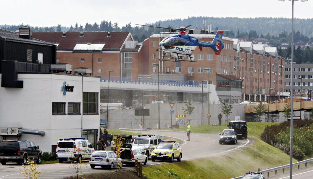 DRAMATISK: Det ble svært dramatisk da mannen i 2008 parkerte en bil med eksplosiver foran lensmannskontoret på Lørenskog. Foto: Frank Karlsen / Dagbladet