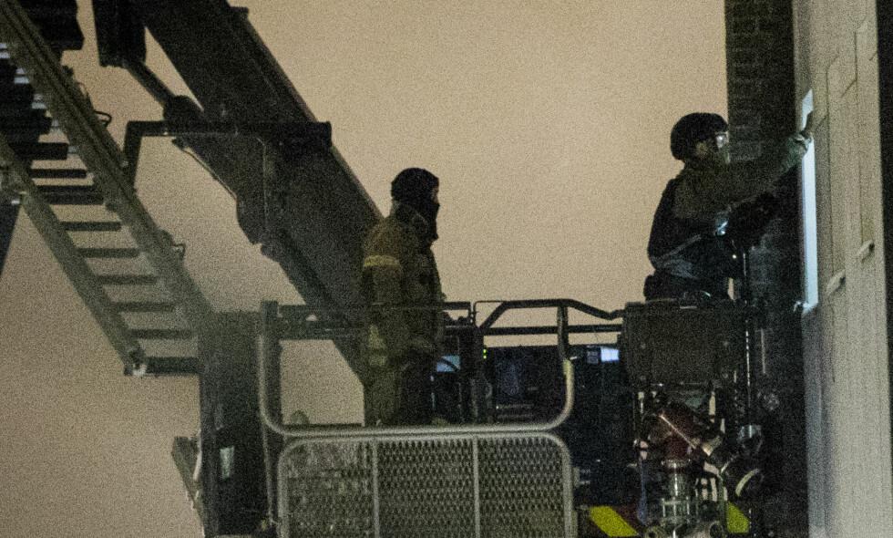 UNDERSØKTE LEILIGHET: Politiet tok seg i går inn i leiligheten til den bombesiktede mannen i Skedsmo. Foto: Christian Roth Christensen