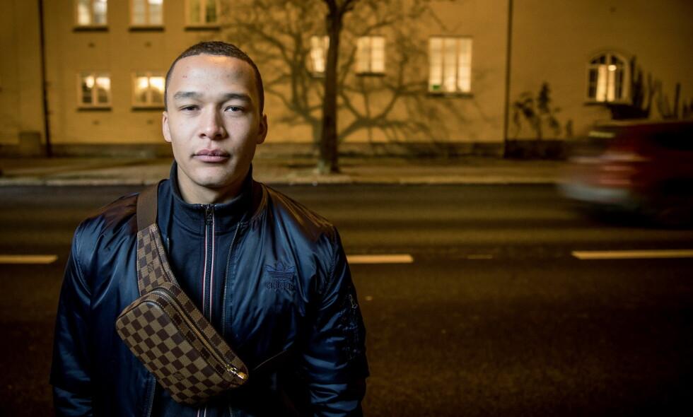 SATT PÅ GLATTCELLE: Artisten Kamelen, som egentlig heter Marcus Kabelo Møll Mosele, ble satt på glattcelle etter en kosert i Kristiansand. Nå går han hardt ut mot politiet. Foto: Eivind Senneset / Dagbladet