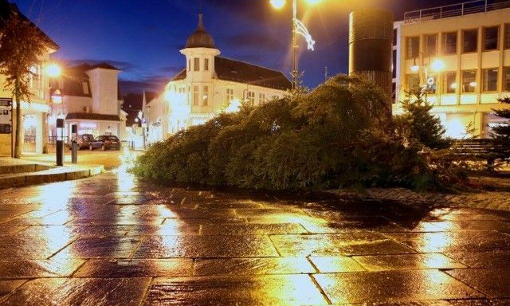 image: Flekkefjords stolthet saget ned i natt: - Det er sjokk og frustrasjon i byen