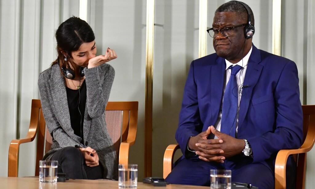 FØLELSESLADD: Fredsprisvinnerne Nadia Murad og Denis Mukwege møtte norsk og internasjonal presse på Nobelinstituttet i ettermiddag. Foto: Tobias Schwarz / AFP / NTB scanpix