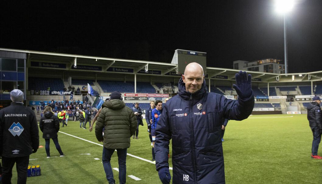 <strong>FORNØYD TIL SLUTT:</strong> Henning Berg og Stabæk reddet plassen i Eliteserien. Skal 2019 bli et bedre år i Bærum må treneren få på plass et forsvar som holder vann. Foto: Svein Ove Ekornesvåg / NTB scanpix