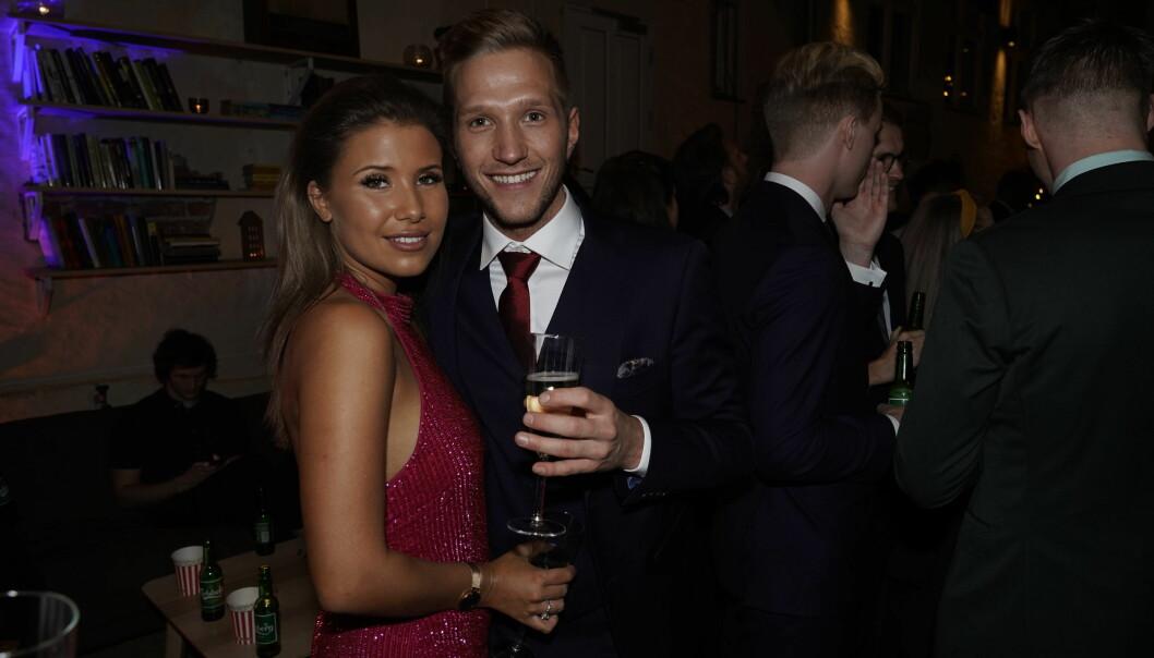 SMIL: Andrea og Nikolai poserer sammen etter romanseryktene. Foto: John Terje Pedersen / Dagbladet