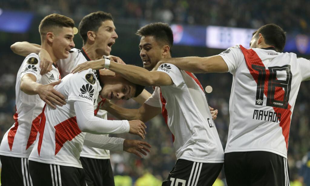 KUNNE JUBLE: River Plate-spillerne kunne juble for seieren mot erkerivalen. Her etter Gonzalo Martinez´ scoring på over overtid av den andre ekstraomgangen. Foto: NTB/Scanpix