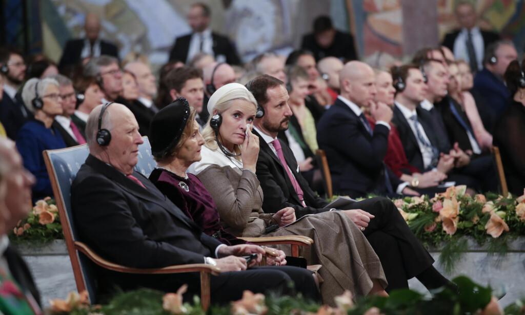 BEVEGET: Kronprinsesse Mette-Marit var synlig beveget under nobelprisvinnernes taler i Oslo rådhus. Foto: Håkon Mosvold Larsen / NTB Scanpix