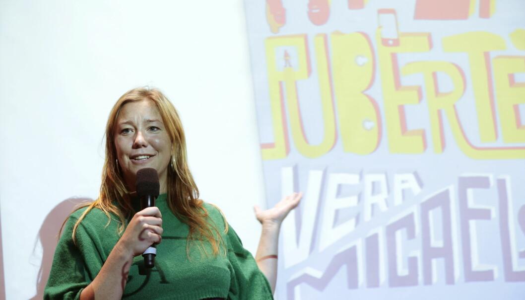 SKREV FOR BARN OG UNGE: Vera Micaelsen fotografert i 2013 da hun var aktuell med sin skjønnlitterære debut «Hyperpubertet». FOTO: Lise Åserud / NTB scanpix