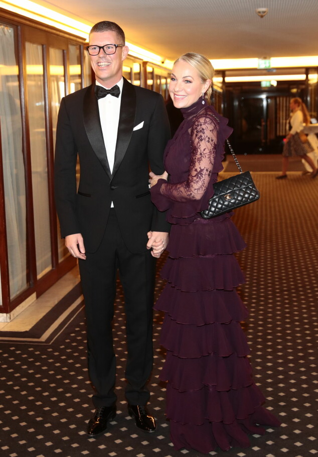 STRÅLTE SAMMEN: Jan Fredrik Karlsen og Janne Formoe deltok også på Nobelkomiteens bankett på Grand Hotel mandag kveld. Foto: Lise Åserud / NTB scanpix