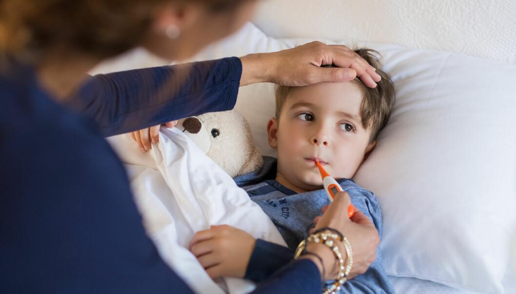 LINDRE FORKJØLELSE: Når familiens minste blir forkjølet, kan det bli en stor påkjenning for hele familien. FOTO: NTB Scanpix
