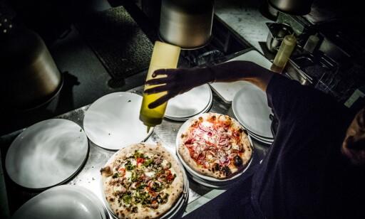 IKKE BARE PIZZA: Det serveres enkle forretter og dessert, men det er pizza som viktigst.