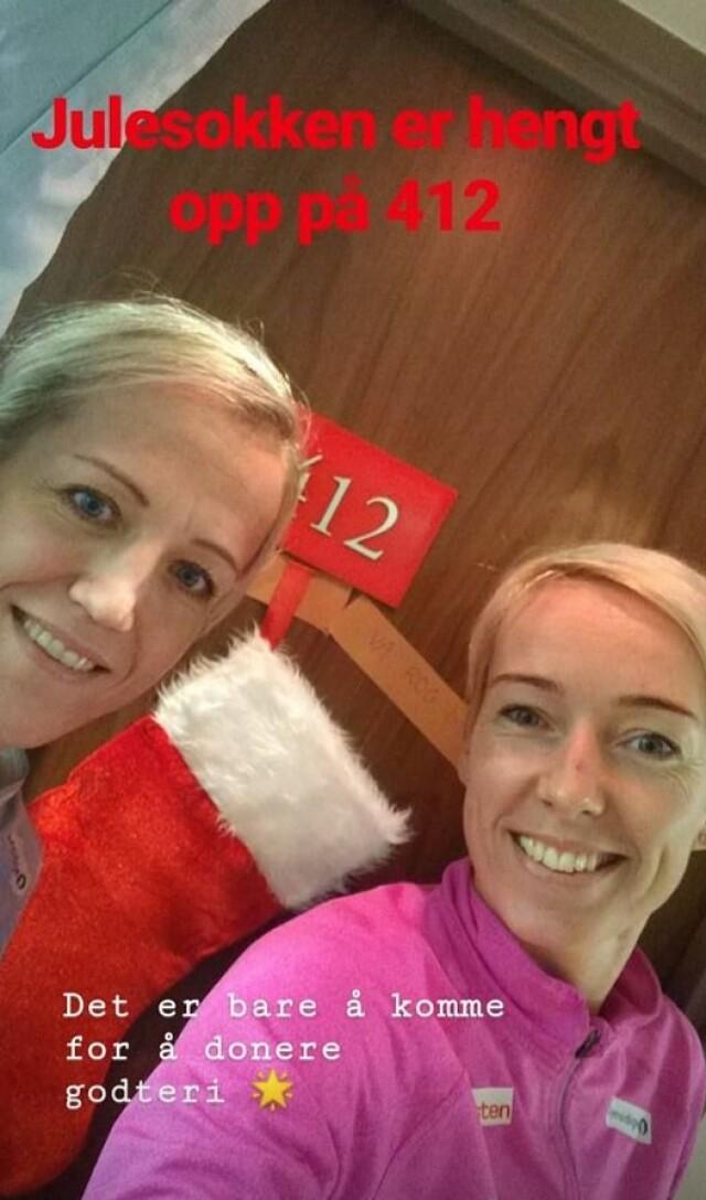 6d0ce5ad GODTESUG: Heidi Løke og Katrine Lunde har allerede hengt opp julestrømpen,  og håper noen