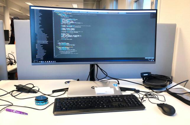 Slik ser pulten til Ukas Koder Lars Petter Johnsen i Accenture ut. 📸: Privat