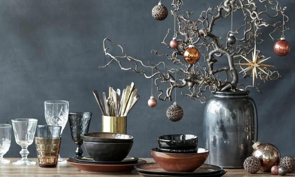 BORDDEKORASJON: Pynt bordet litt ekstra og få skikkelig julestemning. FOTO: Trine Bukh