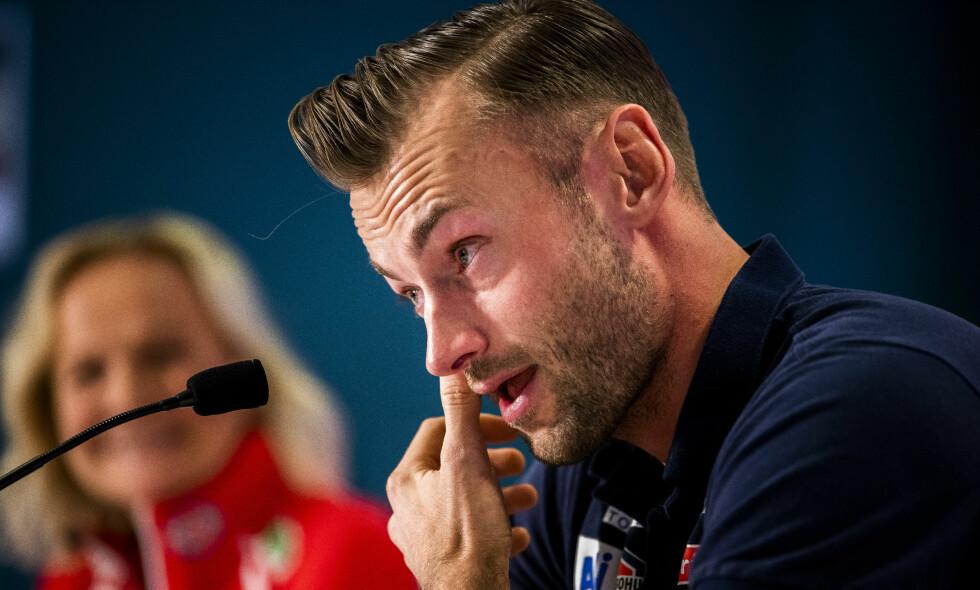 TRIST: Petter Northug kjempet mot tårene under onsdagens pressekonferanse. Foto: NTB Scanpix