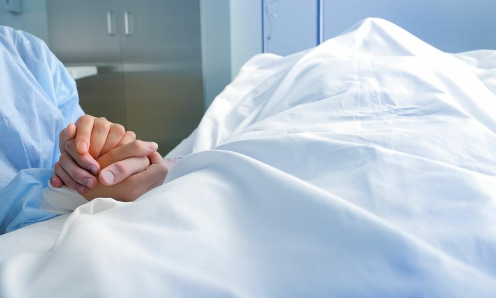 FLERE DØR AV DEMENS: Hjerte- kardødelighetenn faller, det samme gjør ratene for kreft. Likevel er kreft nå viktigste dødsårsak. Antall dødsfall som følge av demens øker, mye fordi vi blir eldre. Foto: NTB scanpix