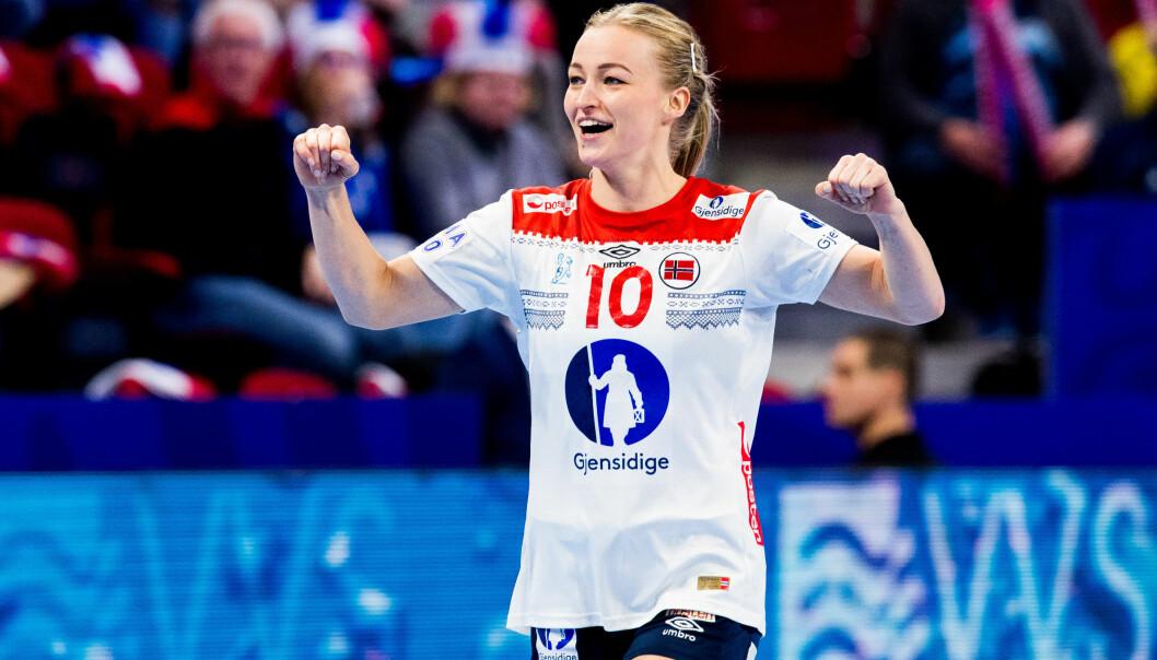 <strong>BEST:</strong> Stine Bredal Oftedal var Norges beste i seieren mot Spania i håndball-EM. Foto: Fredrik Varfjell / Bildbyrån