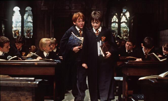 YNDIGE: Rupert Grint og Daniel Radcliffe sjarmerte mennesker verden over da den første «Harry Potter»-filmen kom ut i 2001. Begge forbindes fortsatt med rollene de ble verdenskjente for. Foto: AP / Warner Bros / NTB scanpix