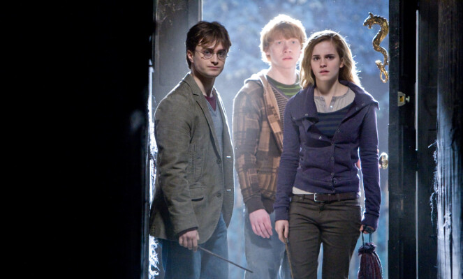 GJENGEN: Daniel Radcliffe, Rupert Grint og Emma Watson, her i en scene fra «Harry Potter og Dødstalismanene del 1», ble superstjerner over natta. Foto: TV 2 / Warner Bros