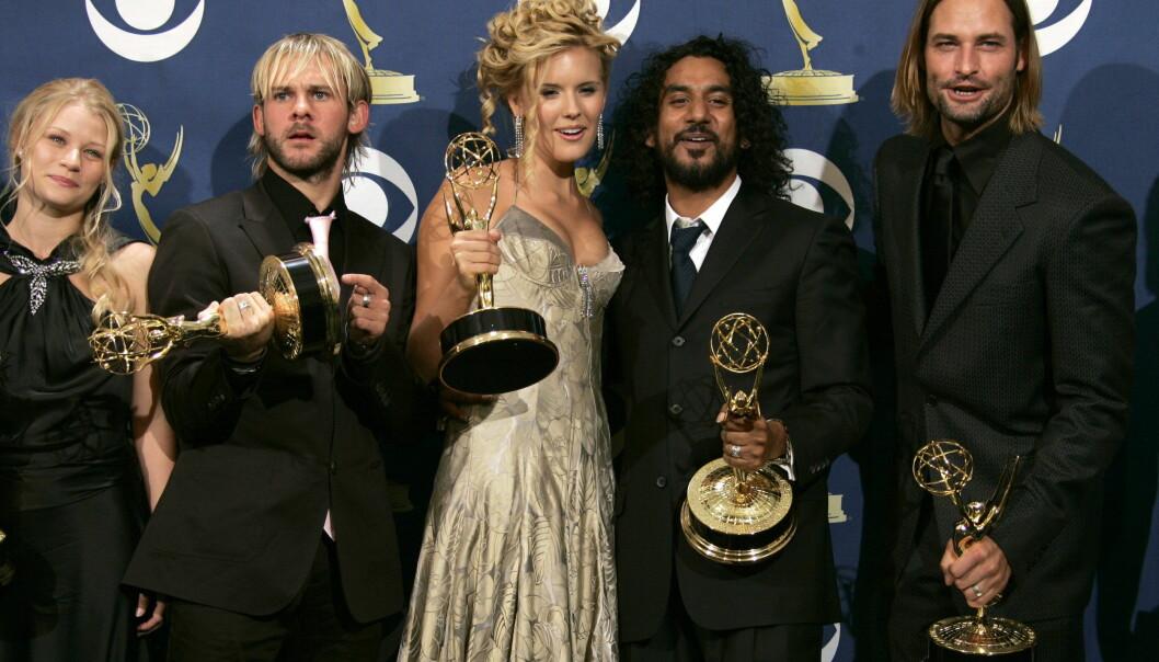 KJENT GJENG: I 2005 vant Lost en Emmy for beste drama-serie. F.v: Emilie de Ravin, Dominic Monaghan, Maggie Grace, Naveen Andrews og Josh Holloway. Foto: NTB Scanpix