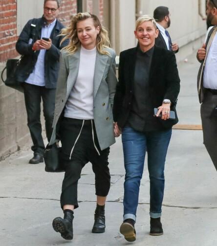 GIFT I 10 ÅR: Ellen DeGeneres og kona Portia de Rossi hadde i år 10 års bryllupsdag. Her avbildet i Los Angeles tidligere i uka. Foto: NTB Scanpix