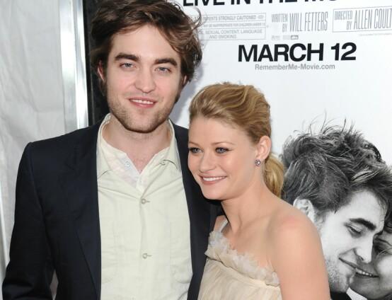 MOTSPILLERE: Emilie de Ravin sammen med «Remember Me»-motspiller Robert Pattinson på filmens premiere i 2010. Foto: NTB scanpix