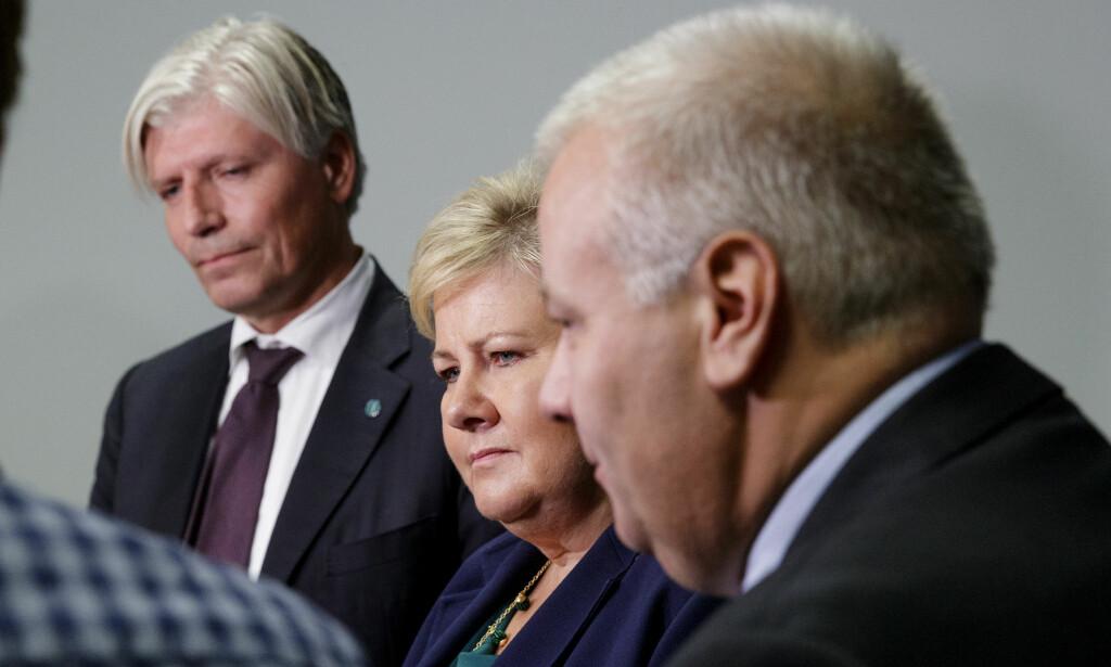 EU-AVTALE: Norge, her ved klima- og miljøminister Ola Elvestuen, statsminister Erna Solberg og landbruksminister Bård Hoksrud, nærmer seg en avtale med EU om samarbeid i klimapolitikken. Foto: Cornelius Poppe / NTB Scanpix