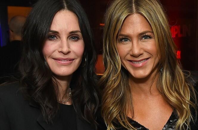 GOD STØTTE: En av Jennifer Anistons beste venninner er Friends-kollegaen Courteney Cox. Her sammen på et event i Los Angeles tidligere denne måneden. Foto: NTB Scanpix