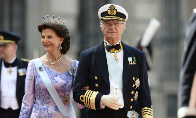 I BRYLLUP: Dronning Silvia og kong Carl Gustaf har holdt sammen i mer enn 42 år. Her er de i bryllupet til sønnen, prins Carl Phillip, i 2015. Foto: NTB Scanpix