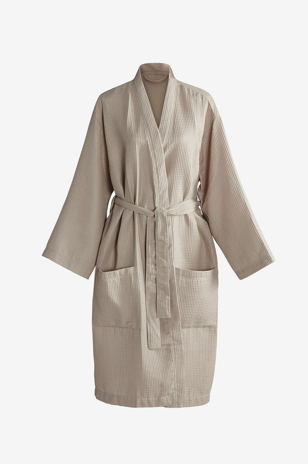 Morgenkåpe fra Lova |299,-| https://www.jotex.no/lova-kimono/1515217-02