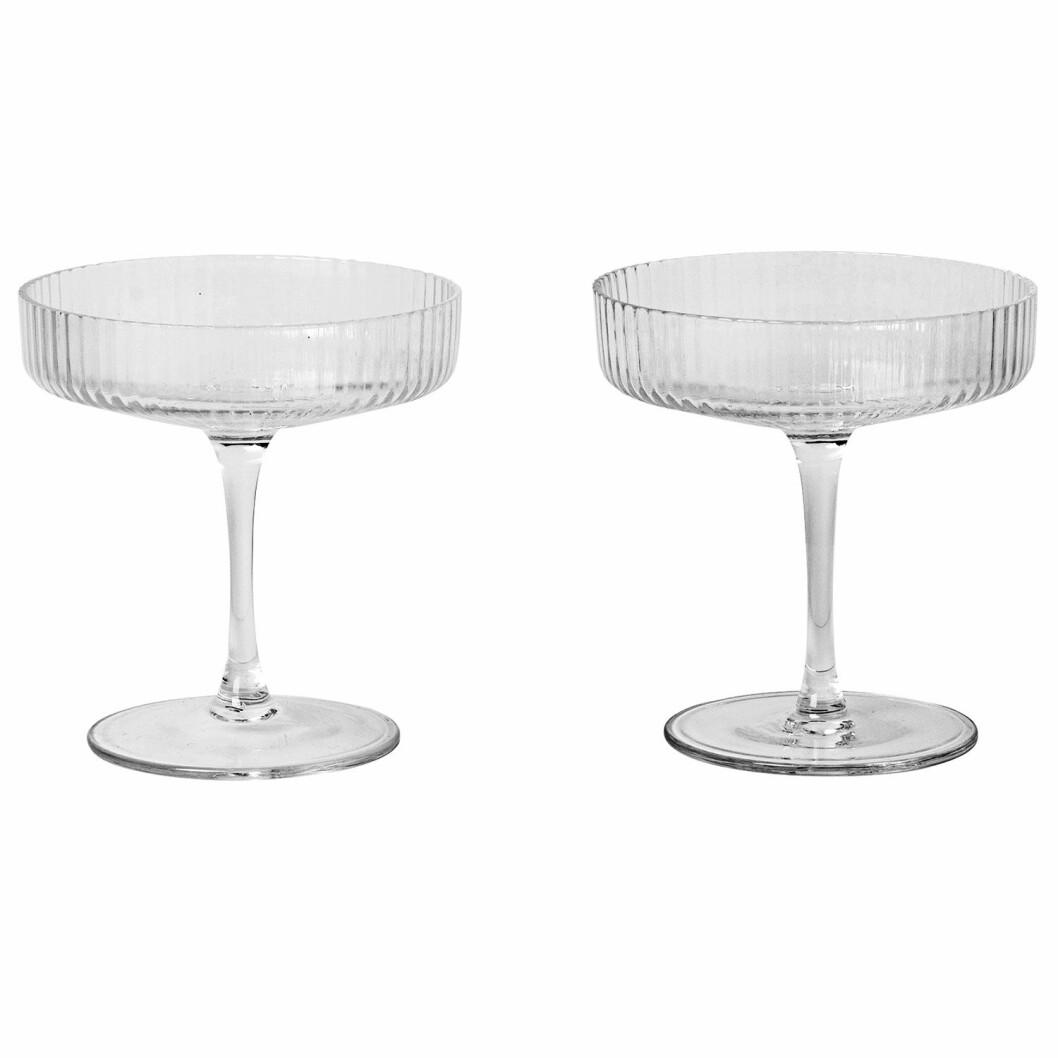 Glass fra Ferm Living |319,-| https://royaldesign.no/ripple-champagne-glass-2-pakk
