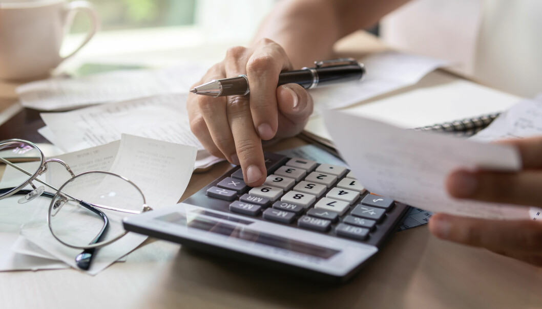 <strong>STARTHJELP:</strong> Ekspertene anbefaler deg med å starte med å få oversikt over forbruket ditt, for å finne ut hvordan du kan bedre privatøkonomien din på nyåret. Deretter setter du opp passende budsjett og sparemål. Foto: Shutterstock/NTB Scanpix.