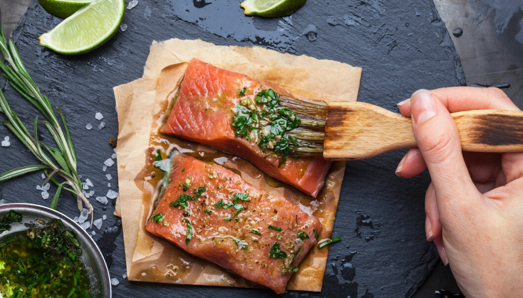 <strong>SPISER FOR LITE FISK:</strong> Helsedirektoratets kostråd sier at vi bør ha et hovedsakelig plantebasert kosthold og spise variert. I dette inngår fisk, gjerne 2-3 ganger per uke. FOTO: NTB Scanpix