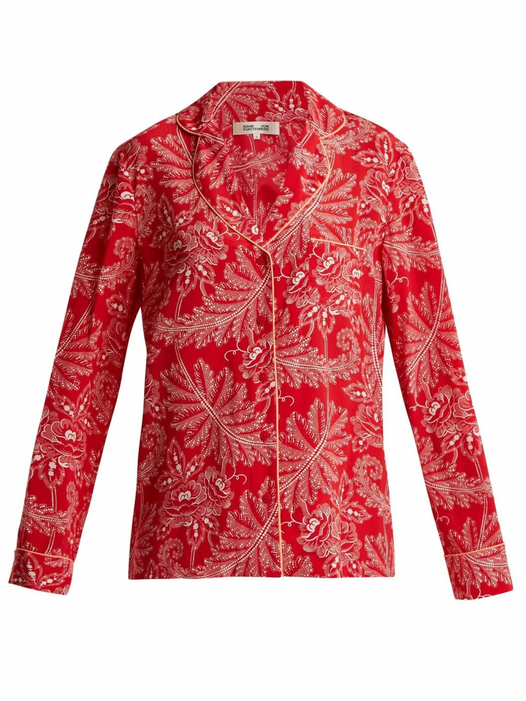 Overdel fra Diane von Furstenberg |1180,-| https://www.matchesfashion.com/intl/products/Diane-Von-Furstenberg-Floral-print-silk-crepe-de-Chine-pyjama-shirt--1185378
