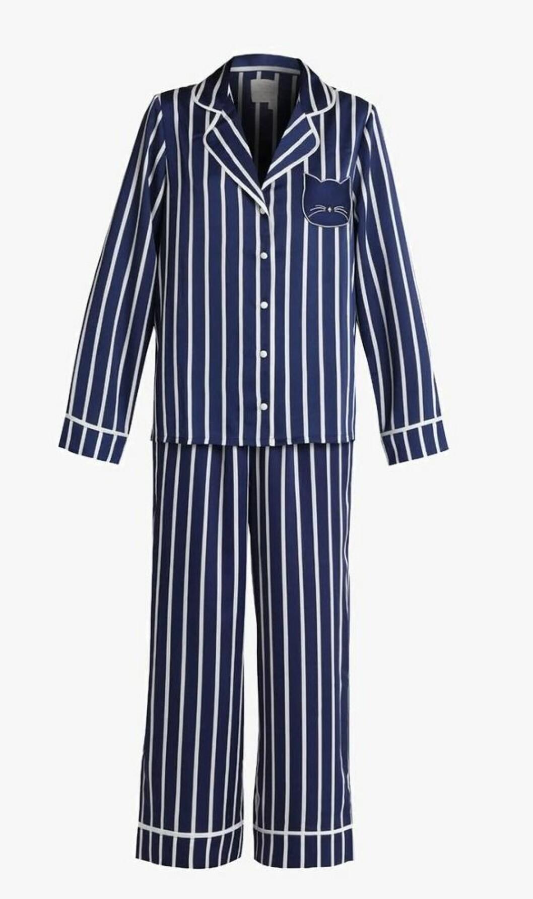 Pysj fra Kate Spade New York |1595,-| https://www.zalando.no/kate-spade-new-york-charmeuse-cropped-set-pyjamas-navy-k0581p00a-k11.html