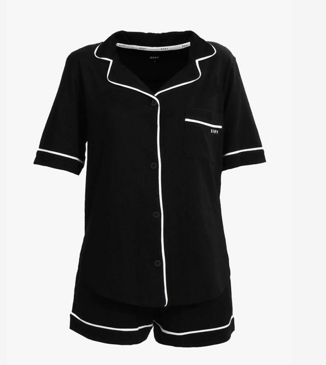 Pysj fra DKNY |879,-| https://www.zalando.no/dkny-intimates-top-and-boxer-pyjamas-1dk81p008-q11.html