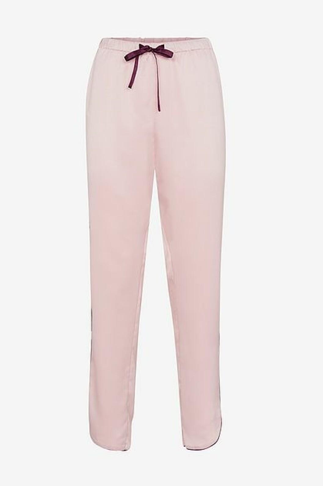 Bukse fra Ellos (overdel følger med) |349,-| https://www.ellos.no/ellos-collection/pyjamas-klara/7005067-02