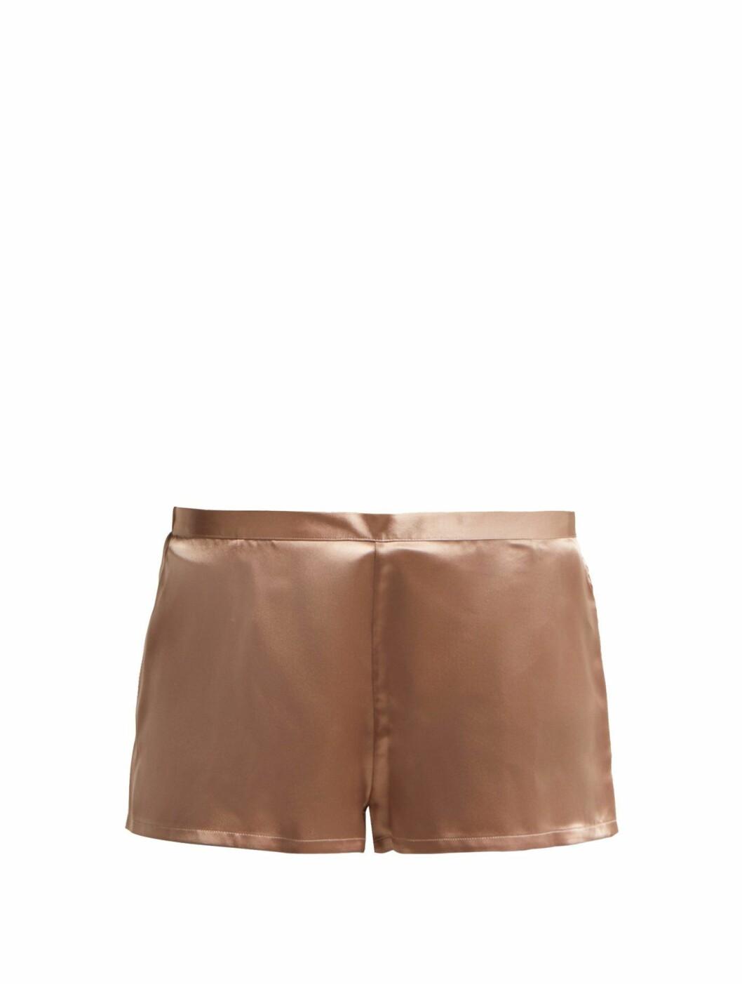 Shorts fra La Perla |705,-| https://www.matchesfashion.com/intl/products/La-Perla-Silk-satin-pyjama-shorts-1248407