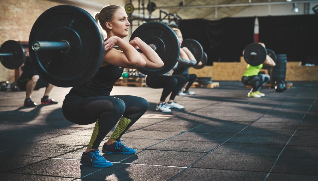 <strong>KNEBØY:</strong> Knebøy er én av øvelsene som anbefales når man vil trene lår. Denne kan fint gjøres hjemme og ute - uten vekter. FOTO: NTB scanpix
