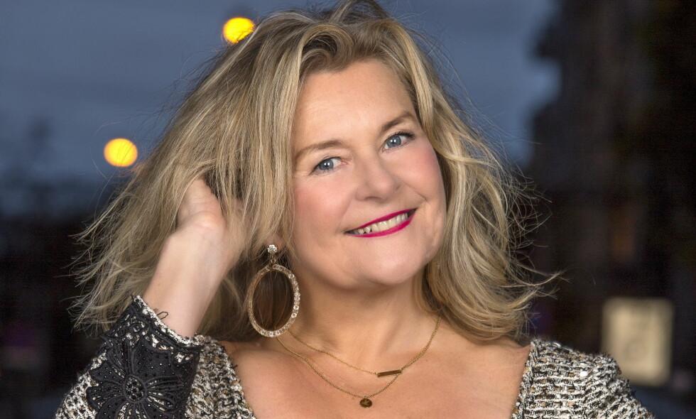 LYKKEN SMILER: Populære Elisabeth Andreassen reiser for tiden rundt med juleshowet «Alle tiders juleshow». Foto: Tor Lindseth/ Se og Hør