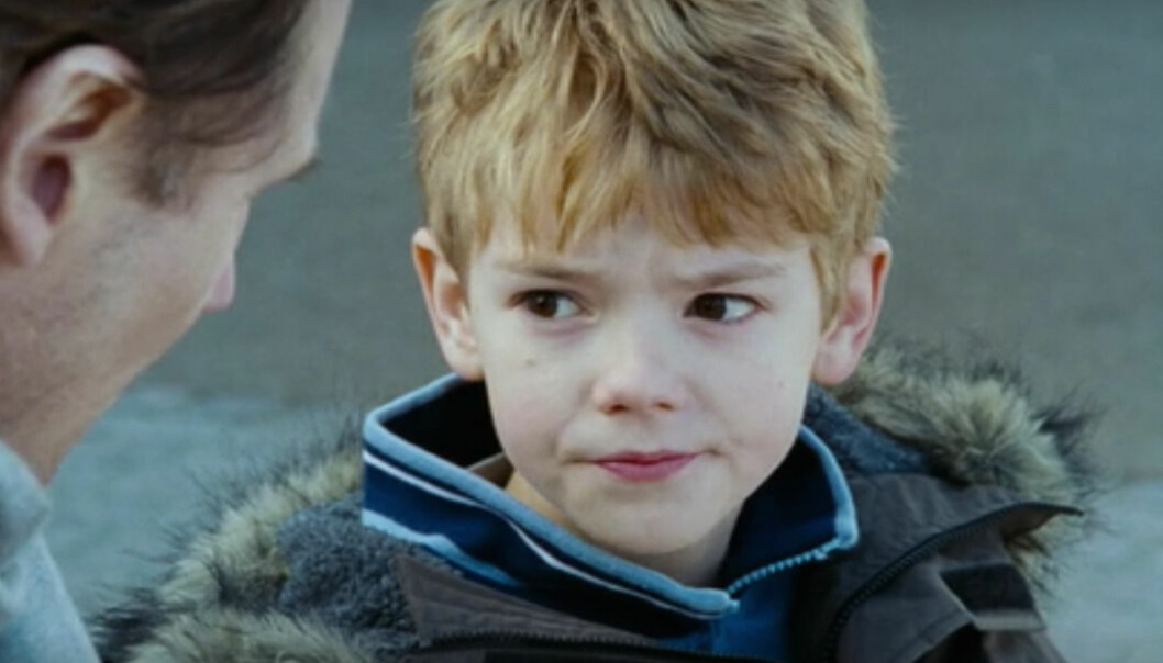 HJERTEKNUSER: Skuespiller Thomas Brodie-Sangster portretterte håpløst forelskede Sam i juleklassikeren «Love Actually» for 15 år siden. FOTO: Skjermdump