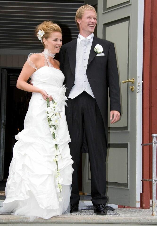 LYKKELIG GIFT: Ole Martin Årst og kona Elin ga hverandre sitt ja i Elverhøy kirke i Tromsø i 2007. Foto: Andreas Fadum / Se og Hør