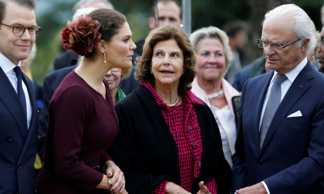 TID MED BARNA: Silvia er takknemlig for at ektemannen fremdeles er konge av Sverige, slik at kronprinsesse Victoria kan nyte tiden med barna sine så lenge som mulig. Foto: NTB Scanpix