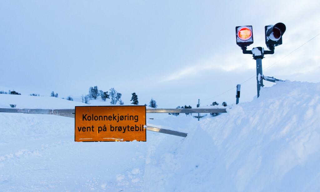 KOLONNEKJØRING: Forbered deg på å havne i kolonnekjøring hvis du skal over fjellet. Foto: NTB Scanpix
