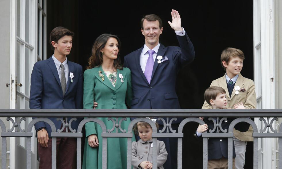 BLIR TV-STJERNE: Den danske kongefamilien er kjent for å være svært folkelig. Nå blir prins Joachim TV-stjerne på nyåret. Foto: NTB Scanpix